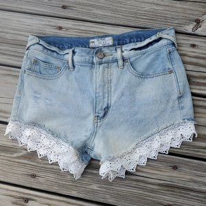 """FREE PEOPLE """"DESTRUCTED""""JEAN SHORTS W/LACE TRIM"""